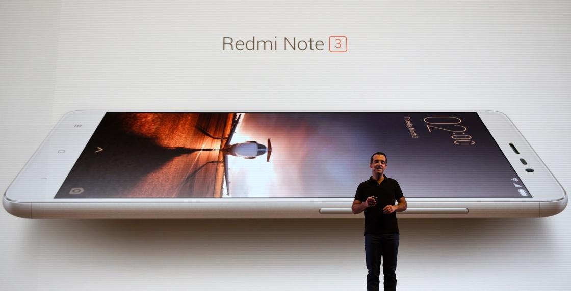 3月3日,在印度首都新德里,小米科技全球副总裁雨果·巴拉在发布会上介绍红米Note 3手机。当日,中国互联网企业小米科技在新德里推出专门针对印度市场的红米Note 3手机。与在国内销售的版本不同,印度版本使用高通Snapdragon 650处理器作为其最大卖点。新华社记者 毕晓洋 摄